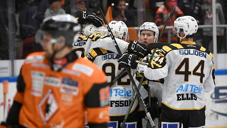 Skellefteå jublar i matchen mot Karlskrona.