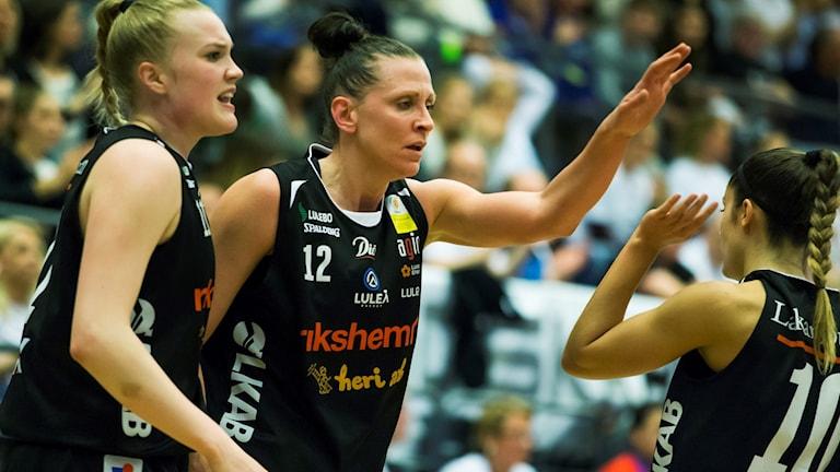 Luleås Allis Nyström, till vänster, och Anna Barthold.