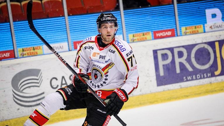Luelås Patrick Cehlin jublar efter att ha kvitterat till 1-1 under onsdagens åttondelsfinal (2 i bäst av 3) i SM-slutspelet i ishockey mellan Brynäs IF och Luleå HF på Gavlerinken Arena.