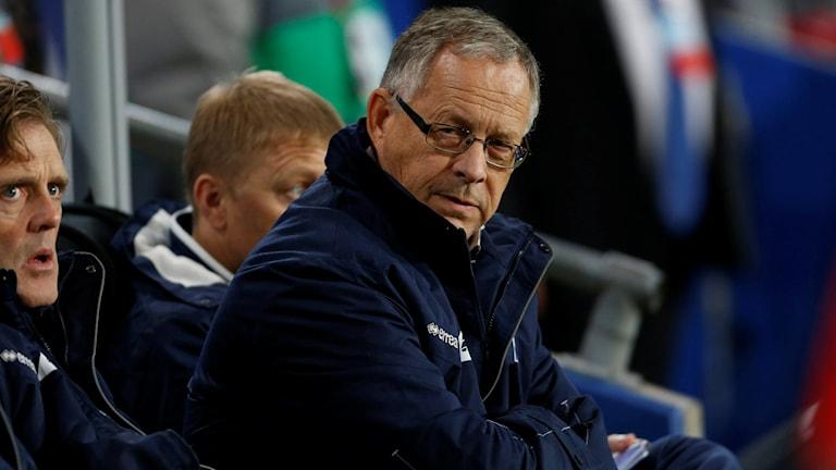 Lars Lagerbäck har bekymmer.