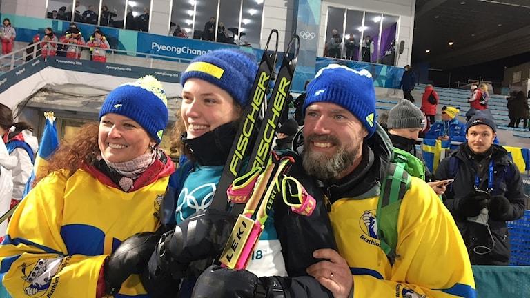 Hanna Öberg med föräldrar efter OS-guldet