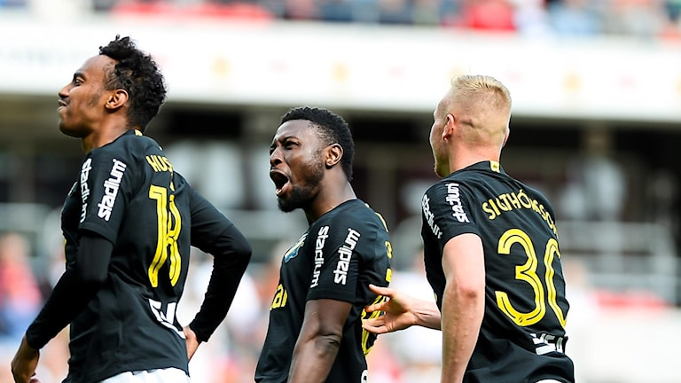 AIK-spelare firar ett mål i en tidigare match.