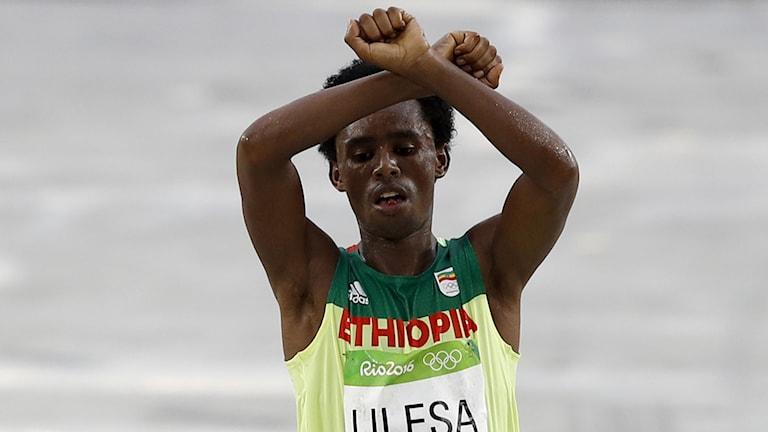 Feyisa Lilesa fruktar för sitt liv.