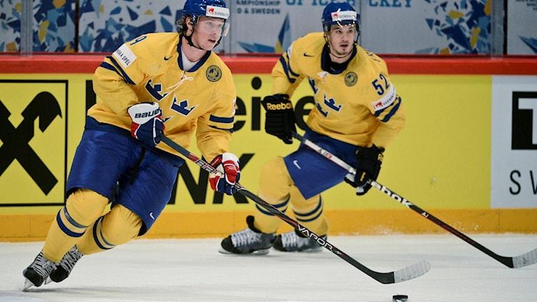 STOCKHOLM 20120517 Nicklas Bäckström och Jonathan Ericsson i torsdagens kvartsfinal i VM mellan Sverige och Tjeckien i Globen.