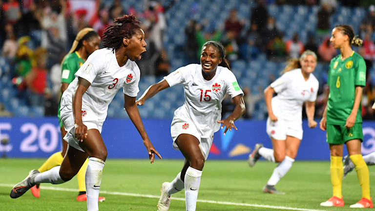 Kanadas Kadeisha Buchanan målskytt i VM-premiären mot Kamerun.