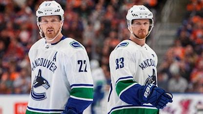 Daniel Sedins nummer 22 och Henriks 33 ska pensioneras av Vancouver Canucks.
