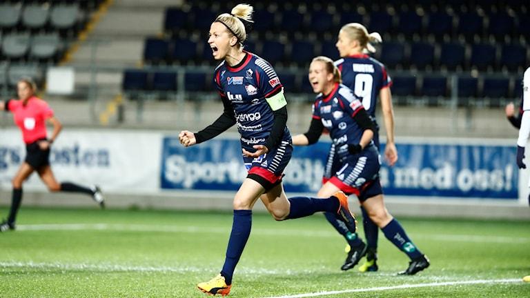 Janni Arnth jublar efter sitt 1–0-mål mot Apollon.