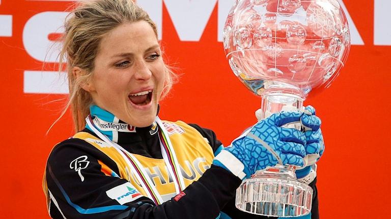 Therese Johaug firar en seger.