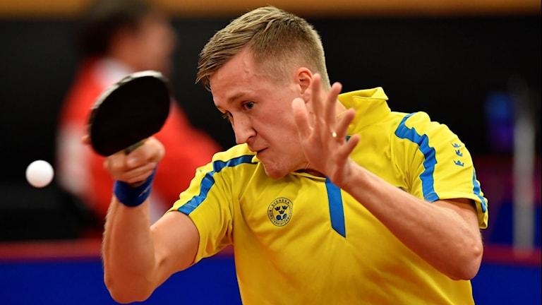 Sveriges Mattias Karlsson i matchen mot Ricardo Walther, Tyskland, i den första omgången av Swedish Open Championships (SOC) i Eriksdalshallen i Stockholm.