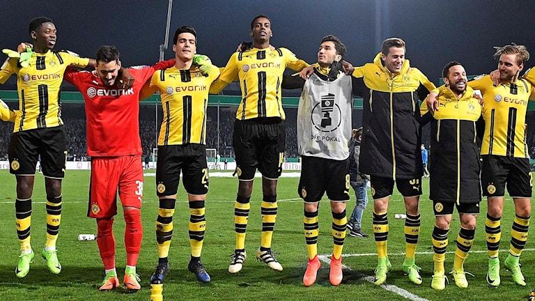 Dortmund firar cupsegern mot SF Lotte.