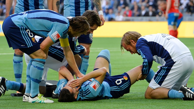 Djurgårdens Haris Radetinac skadade knät i allsvenska matchen mot Helsingborg.