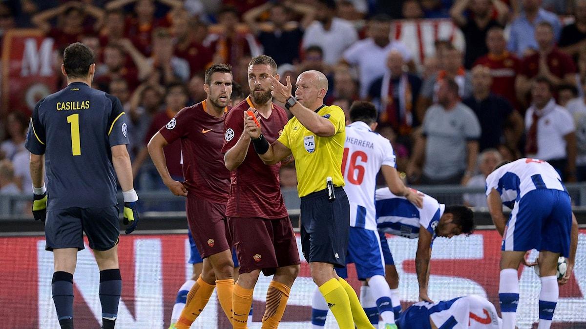 Romas Daniele De Rossi visas ut mot Porto