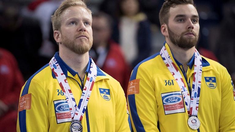 Det blev silver för Niklas Edin, till vänster och Oskar Eriksson.