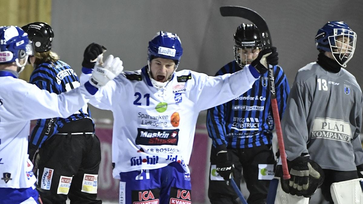 Villas Christoffer Edlund jublar efter sitt tredje mål för kvällen.