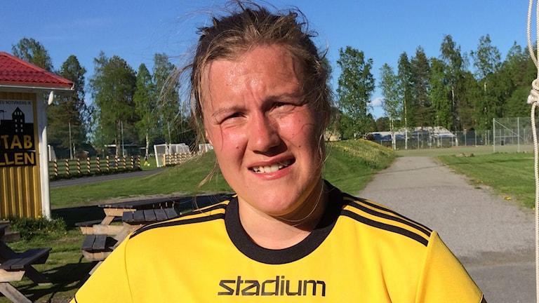 Emma Eliasson har bytt skridskorna mot fotbollsskor.