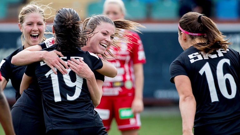 Göteborgs Pauline Hammarlund jublar efter 2-2-målet