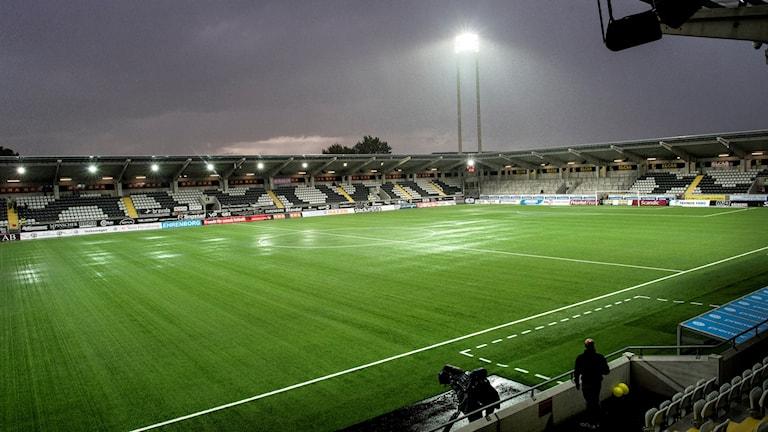 GÖTEBORG 2017-09-15 Fredagens allsvenska fotbollsmatch mellan BK Häcken och IF Elfsborg på Bravida Arena i Göteborg är uppskjuten till 19:30 på grund av regn och åskoväder. Foto Björn Larsson Rosvall / TT
