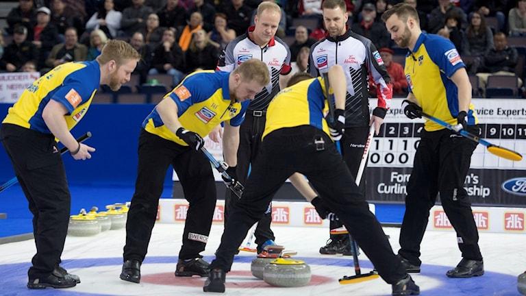 Lag Edin mot Kanada i curling-VM.