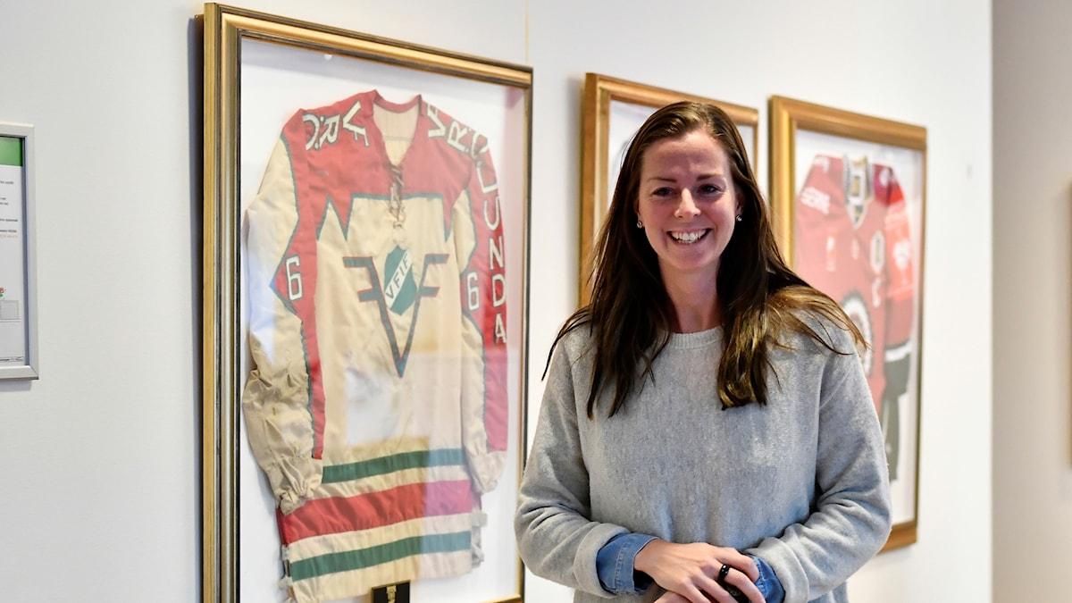 Den tidigare landslagsanfallaren Lotta Schelin har fått en projektanställning hos ishockeyklubben Frölunda Indians, för att vara ambassadör för ett projekt som riktar sig till barn och ungdomar