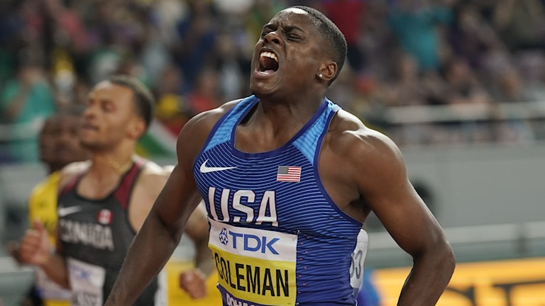 Christian Coleman passerar mållinjen.