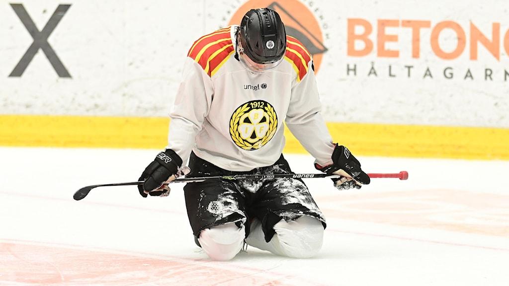 JÖNKÖPING 20210208  Brynäs Marcus Björk deppar under måndagens ishockeymatch i SHL mellan HV71 och Brynäs IF i Husqvarna Garden.  Foto Mikael Fritzon / TT