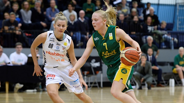 Klara Lundquist, nummer sju, stannar ett år till i Alvik.