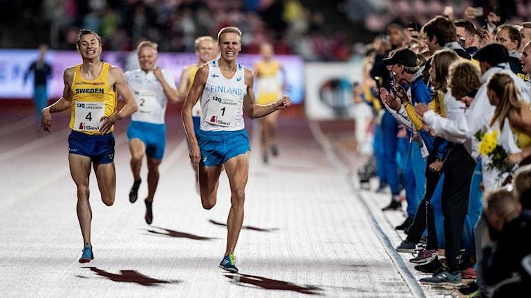 Kalle Berglund fick ge sig i spurten på 1500 meter.