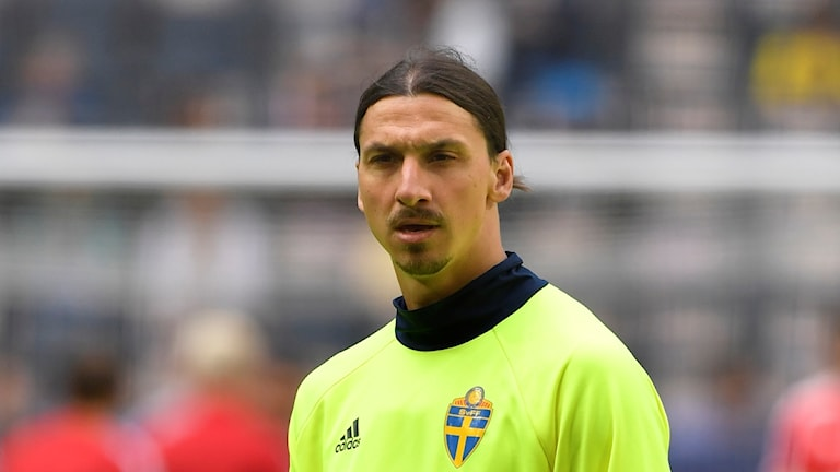 STOCKHOLM 2016-06-05 Sveriges Zlatan Ibrahimovic värmer upp före söndagens landskamp mellan Sverige och Wales på Friends Arena i Stockholm på söndagen.
