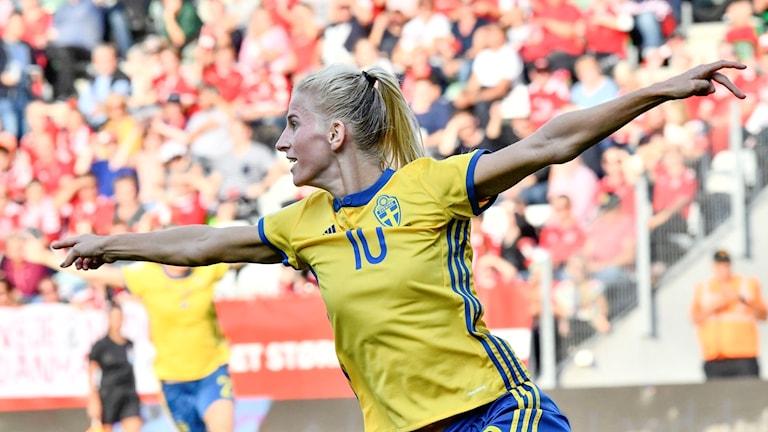 Sofia Jakobsson målskytt mot Danmark.