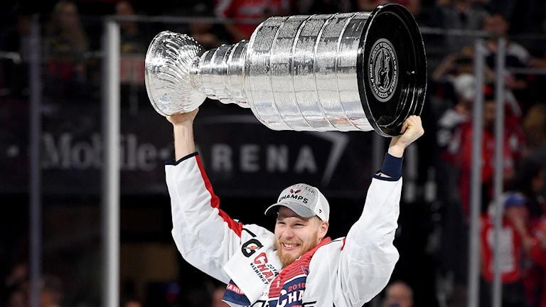 Lars Eller blev den förste dansken att lyfta Stanley Cup-pokalen.