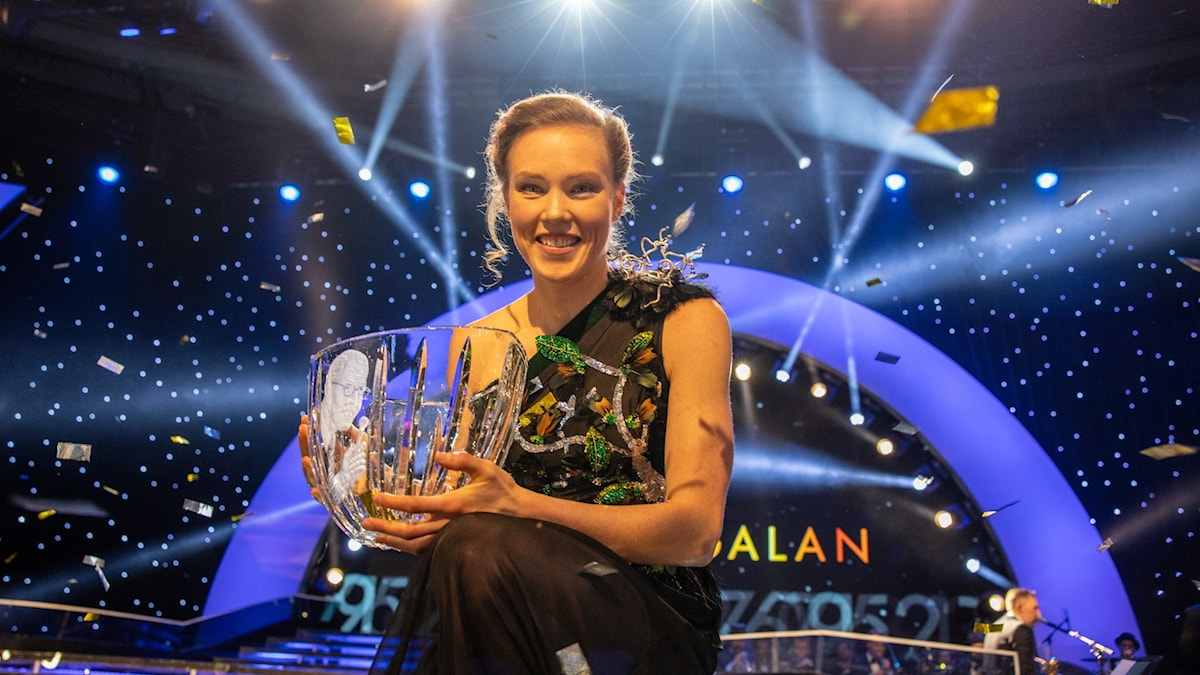 Tove Alexandersson med Jerringpriset 2019 Foto: Micke Grönberg/Sveriges Radio