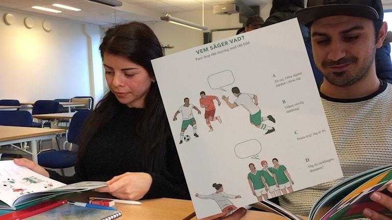 """Förra veckan släpptes boken""""Sportsvenska för invandrare""""."""