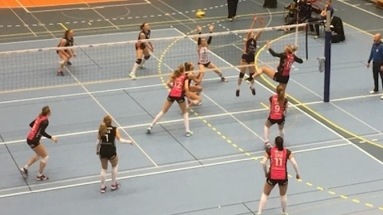 Volleybollderby mellan Lindesberg och örebro.