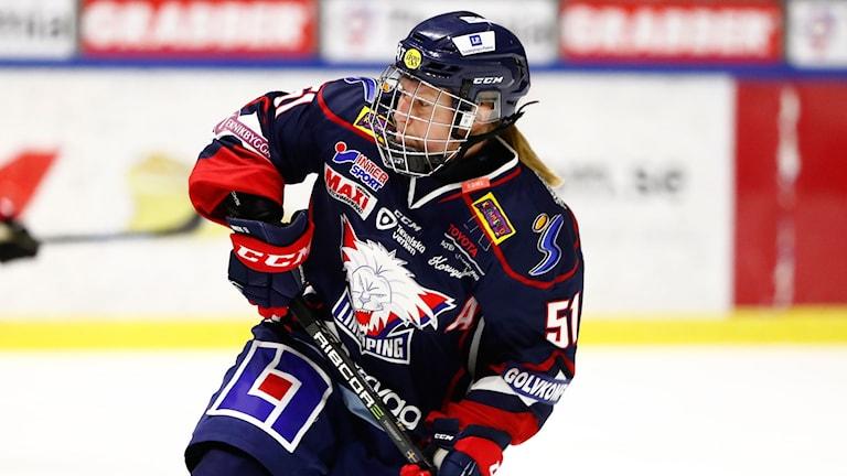 LINKÖPING 2018-09-07 Linköpings Pernilla Winberg under fredagens ishockeymatch i SDHL mellan Linköping HC och Luleå HF på Stångebro ishall. Foto: Stefan Jerrevång / TT