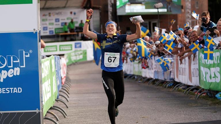 Tove Alexandersson springer hem medeldistansen i VM