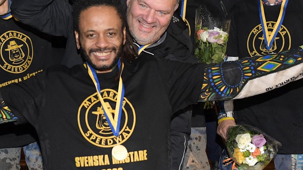 Antonio Lindbäck med SM-medaljen.