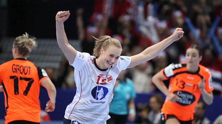 Mette Marit Frafjord jublar i EM-finalen mot Nederländerna.