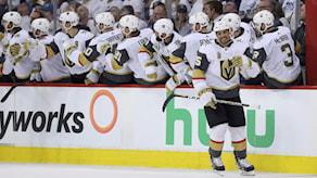 Vegas firar efter att Ryan Reaves fastställt slutresultatet 2-1 i den femte semifinalmatchen mot Winnipeg.