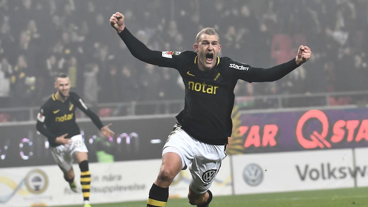 AIKs Robin Jansson jublar efter ledningsmålet mot Kalmar.
