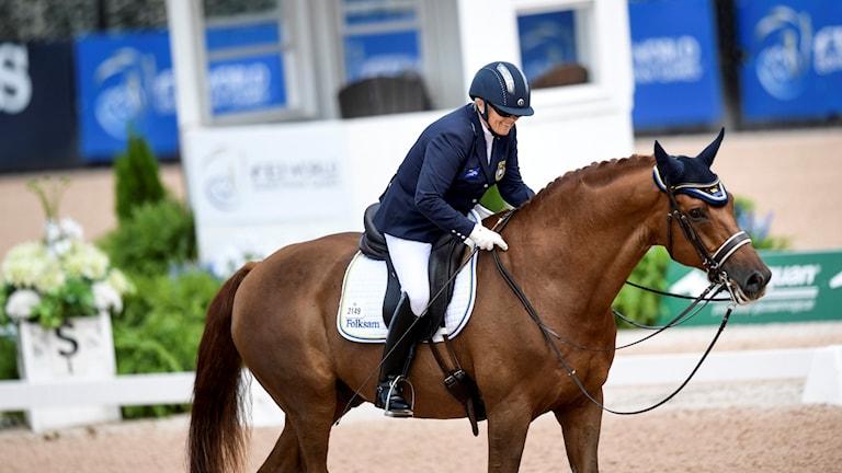 Louise Etzner Jakobsson på hästen Zernard tidigare på VM.