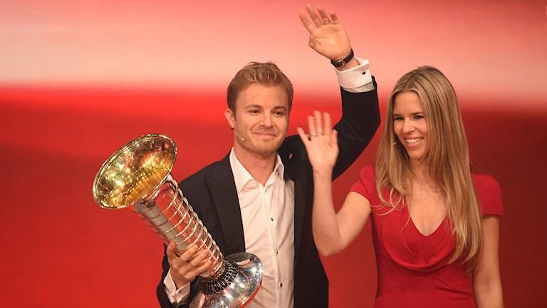 F1-mästaren Nico Rosberg måste ersättas i Mercedes.