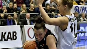 Anna Bartholds Luleå (i svart) kan säkra SM-guld vid seger i kväll. Arkivbild.