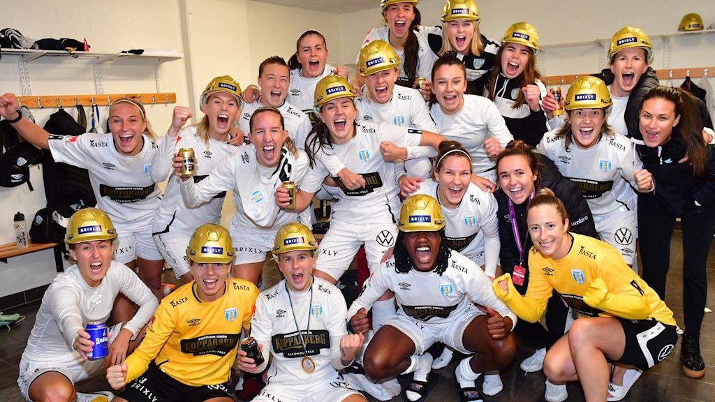Göteborg firar SM-guldet med guldhjälmar