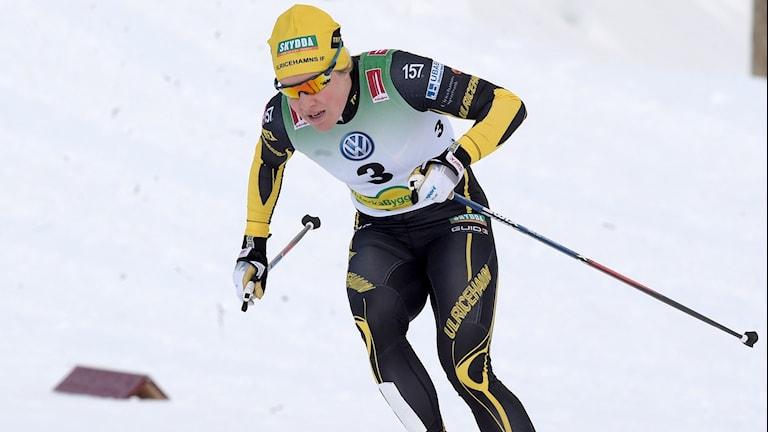 Hanna Falk under söndagens sprint kvartsfinal (Heat 5) vid skidpremiären i Bruksvallarna.