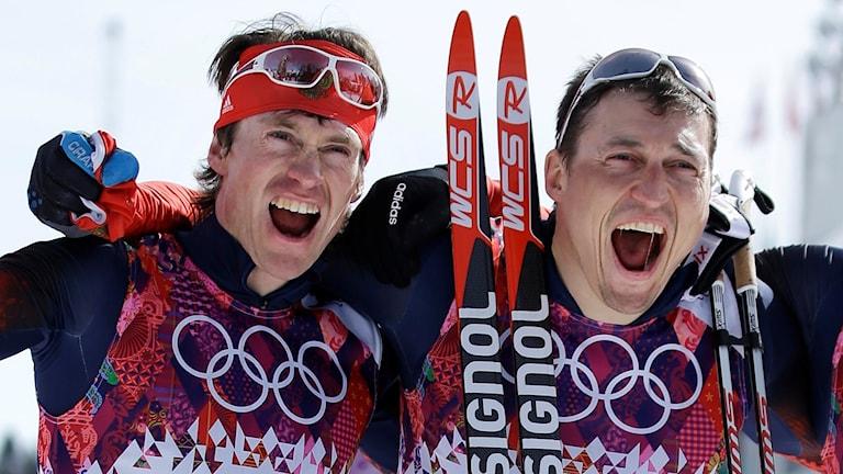 Maxim Vylegzjanin och Alexander Legkov efter femmilen i OS 2014.