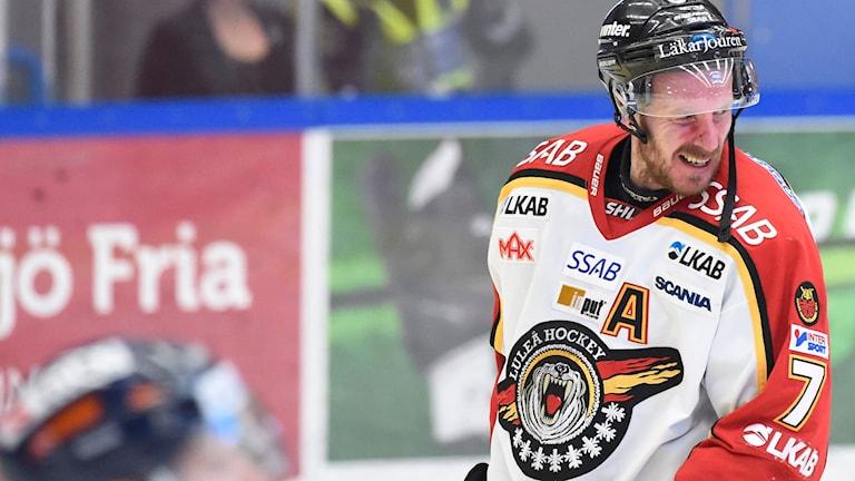 Jan Sandström får göra ytterligare en säsong i Luleå Hockey.