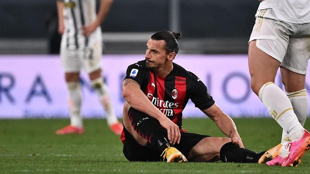 Zlatan Ibrahimovic skadad. Foto: Marco BERTORELLO / AFP