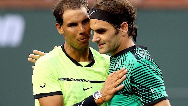 Roger Federer, till höger, vann igen mot Rafael Nadal.