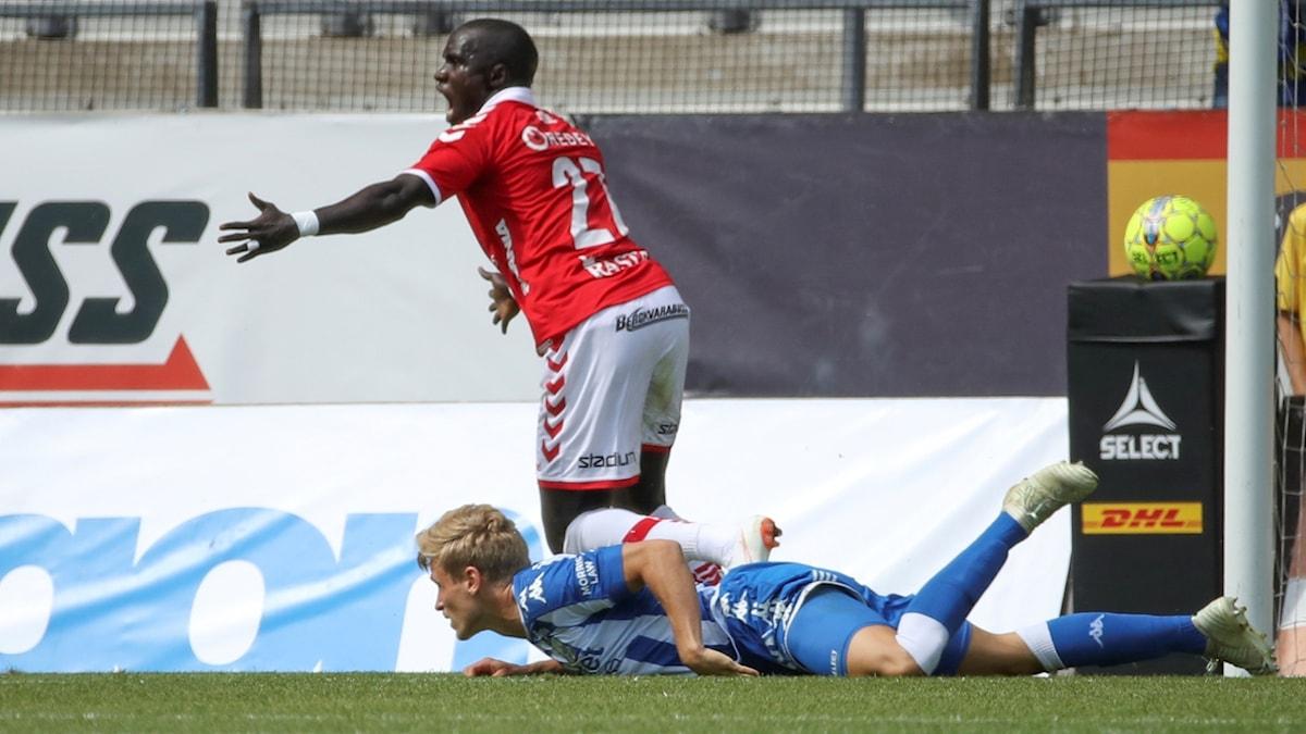 Papa Alioune Diouf jublar efter 1-0-målet.