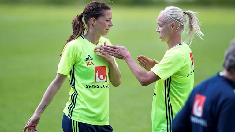 Lotta Schelin och Caroline Seger.